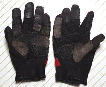 32-old-glove.jpg