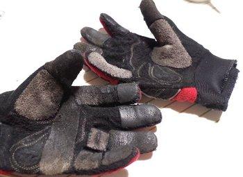 33-old-glove.jpg