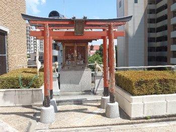 06-shrine.jpg